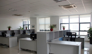 都市现代办公桌隔断装修效果图片