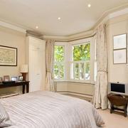 别墅浅色卧室图片