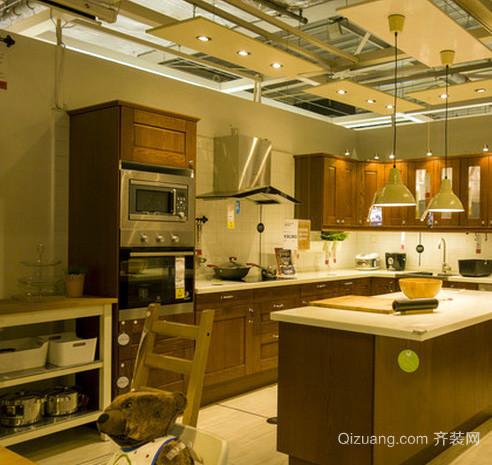 美式简约风格原木开放式厨房装修效果图