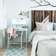 公寓卧室精致床头柜