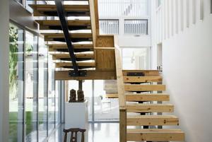 二居室木质楼梯设计装修效果图