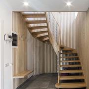 新颖实木旋转楼梯装修设计效果图
