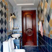 彩色拼接卫生间瓷砖墙面