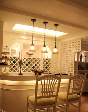 复式楼欧式暖色系简约酒柜吧台装修效果图