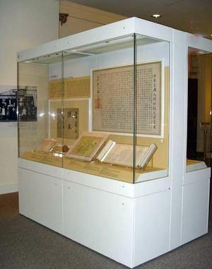 大型博物馆复古字画展柜装修效果图