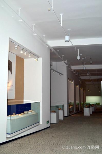 现代简约风格私人小型博物馆展柜装修