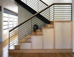 简约实木楼梯铁艺扶手设计效果图片