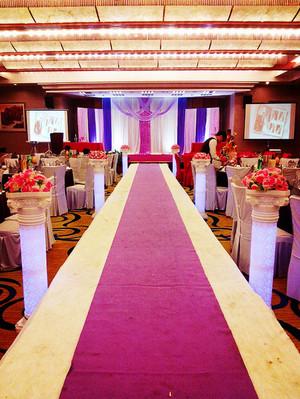 现代简约风格红色喜庆婚礼现场布置