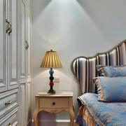 三室两厅欧式风格床头柜装饰