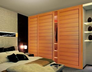 大户型卧室简约推拉门实木衣柜装修效果图