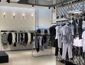 后现代风格经典黑白色童装店装修效果图
