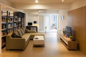 家庭客厅原木色地板展示