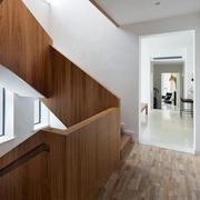 家庭线条优美的实木楼梯