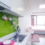 公寓小厨房绿色背景墙