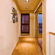 复式楼走廊照片墙