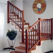 精致唯美的大户型实木楼梯装修效果图