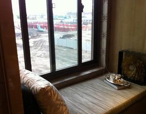 东南亚简约风格原木客厅小型飘窗装修