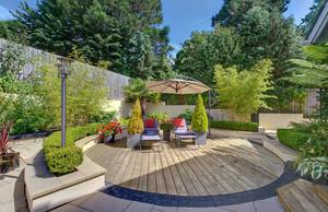芳草优美的庭院