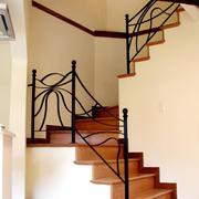 现代跃层式住宅楼梯铁艺扶手装修效果图