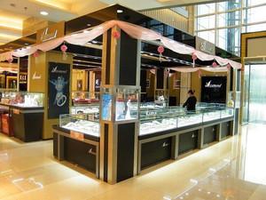 金光闪耀的珠宝柜台货架设计效果图