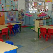 简约风格幼儿园桌椅装饰