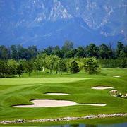 大型简约风格高尔夫球场草坪装修设计