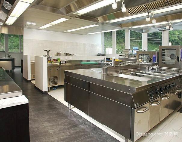 现代风格大型度假别墅商用厨房设计效果图
