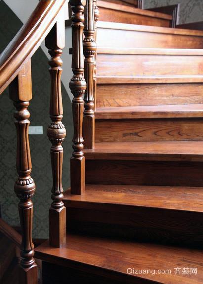 精致的欧式别墅实木楼梯装修效果图