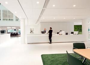 现代简约风格白色系都市公司服务台装饰图
