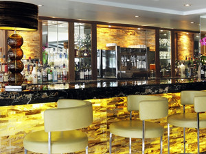 欧式简约风格酒吧大理石吧台装修效果图