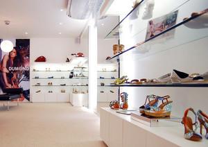 80平米时尚简约风格鞋店装修效果图