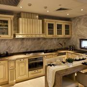 家居米黄色厨房