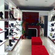 小型后现代风格鞋店装饰