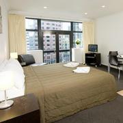 简约风格单身公寓卧室落地窗装饰
