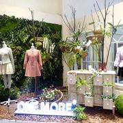 独具匠心的小户型服装店橱窗设计效果图