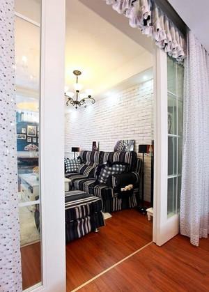 小洋楼欧式简约风格客厅推拉门装饰