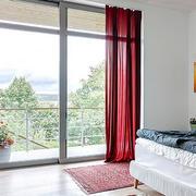 现代简约风格卧室落地窗装修效果图