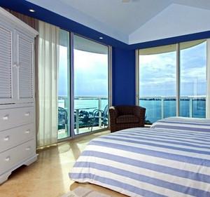 欧式简约风格海景房卧室推拉门装饰