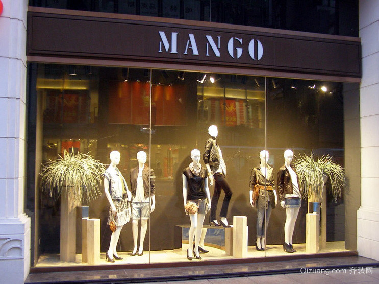 高档次的品牌大型服装店橱窗设计效果图