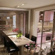 简约小户型厨房玻璃隔断装修效果图