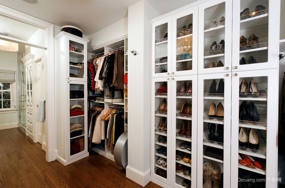现代步入式衣帽间组合衣柜装修效果图
