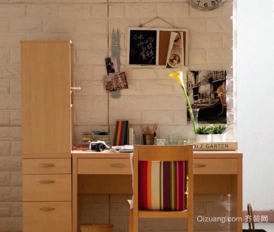 日式简约原木浅色书桌书柜装修效果图