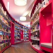 红色调书店装修图片