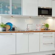 三室两厅厨房白色橱柜