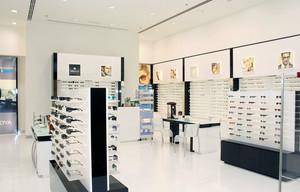 都市商场里小型眼镜店装修效果图