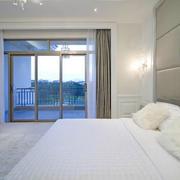 三居室客厅落地隔音玻璃窗装修效果图