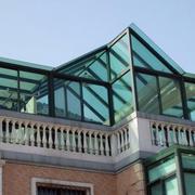 简约风格阳光房玻璃挡板装饰