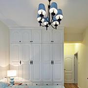 小户型卧室白色衣柜