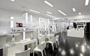 市中心大型眼镜店装修效果图