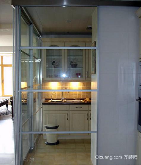 跃层自然风格厨房玻璃隔断装修效果图